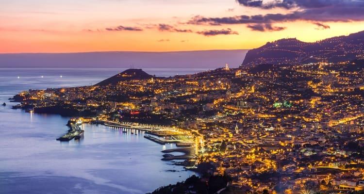 Singlereise nach Madeira - Funchal bei Nacht