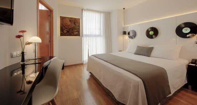 Singlereise nach Barcelona - Hotel Evenia Rocafort Zimmer