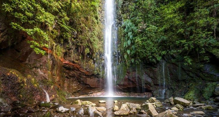 Singlereise nach Madeira - Wasserfall in Levada