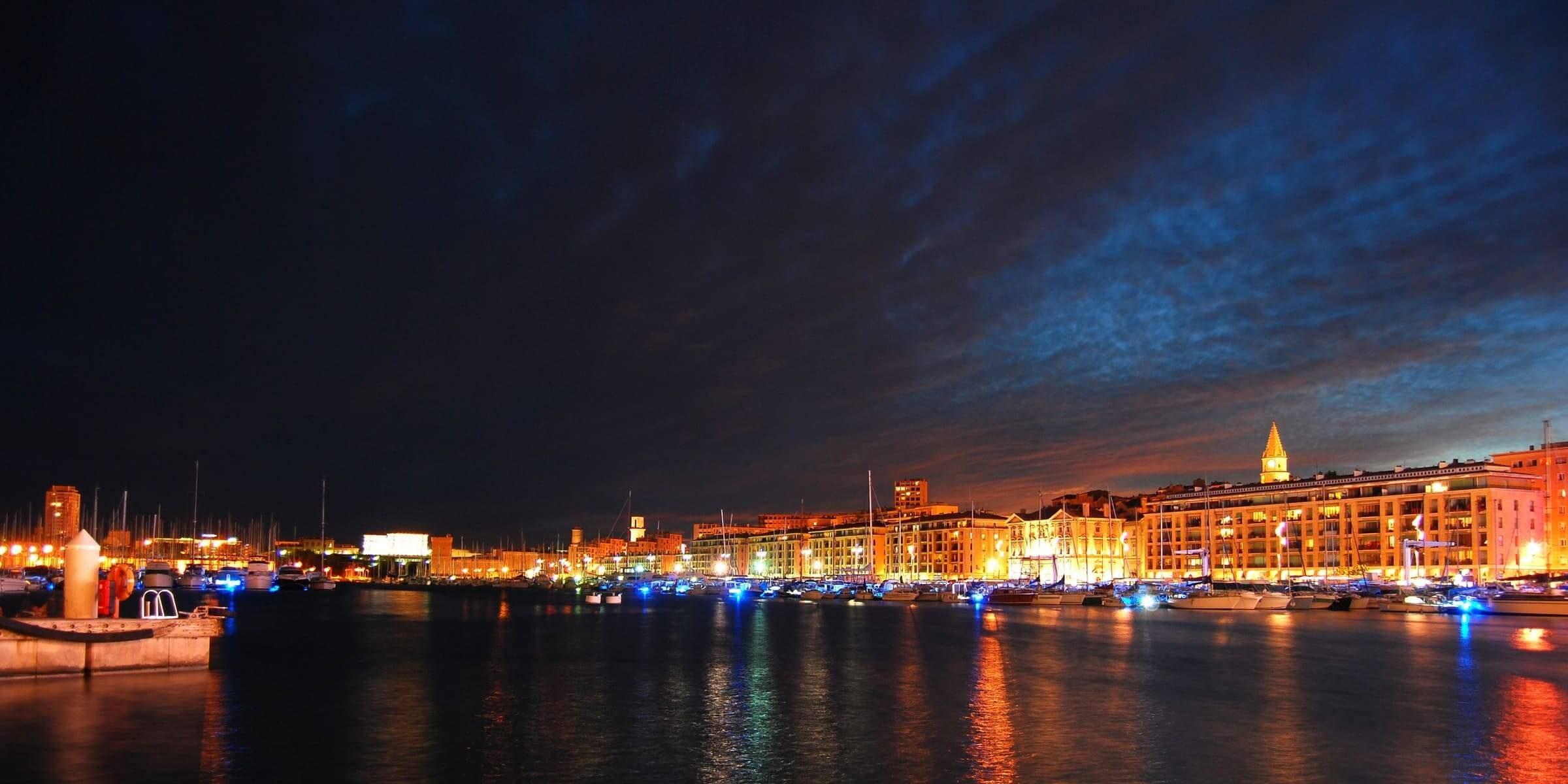 Singlereise nach Marseille - Hafen bei Nacht