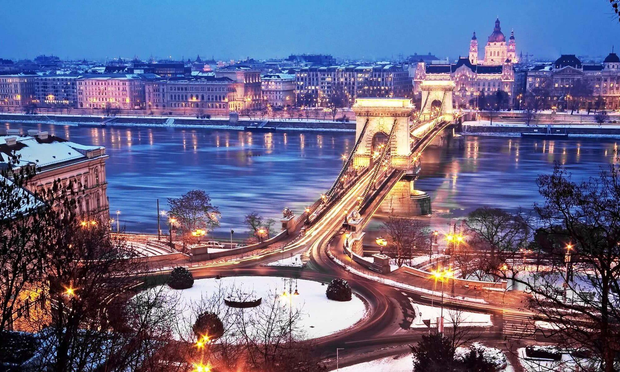 Singlereise nach Budapest - Kettenbrücke im Winter