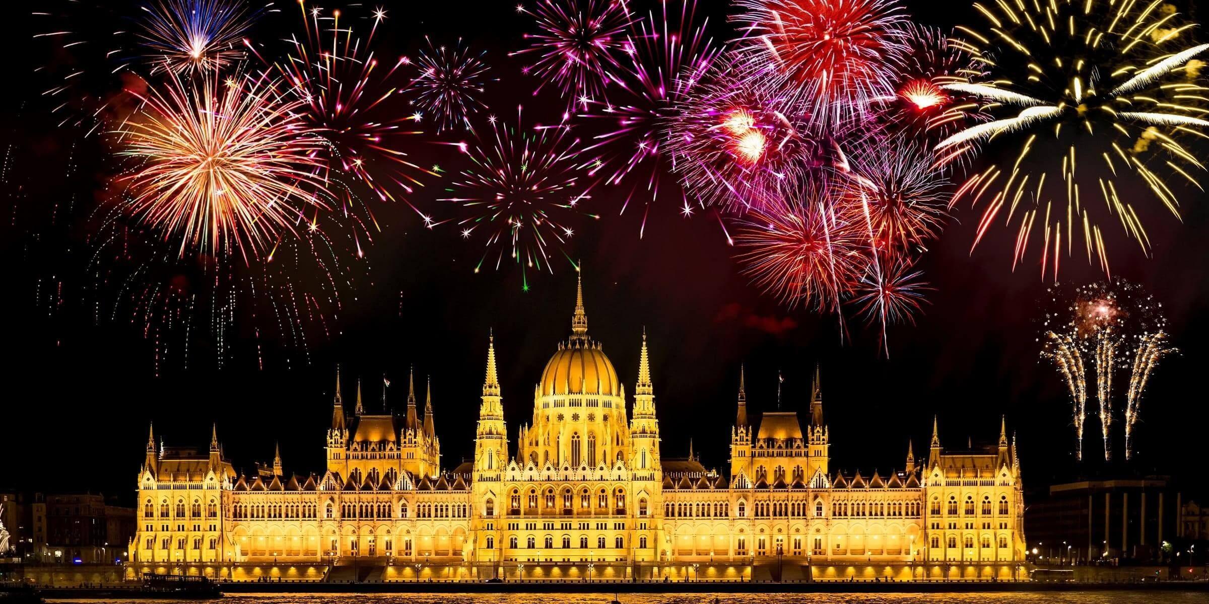 Singlereise nach Budapest - Feuerwerk über dem Parlament