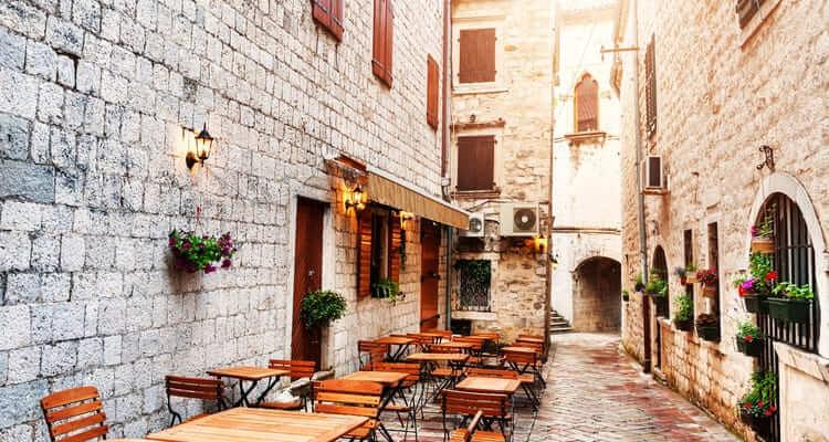 Singlereise nach Montenegro - Gasse in Kotor