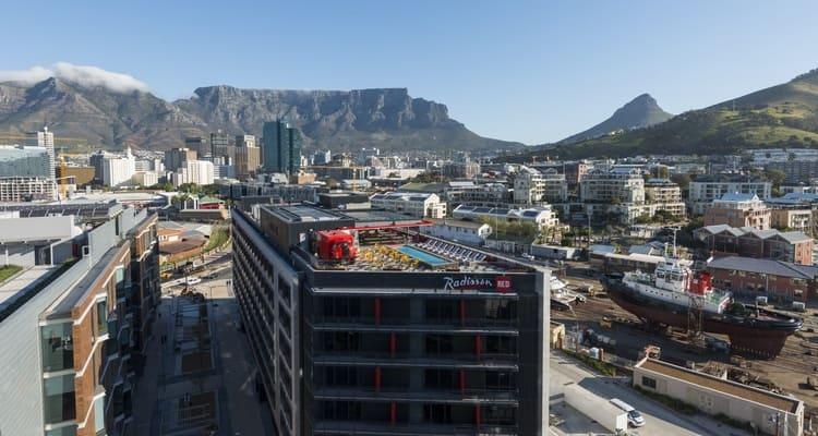 Singlereise nach Südafrika - Radisson Red Außenansicht