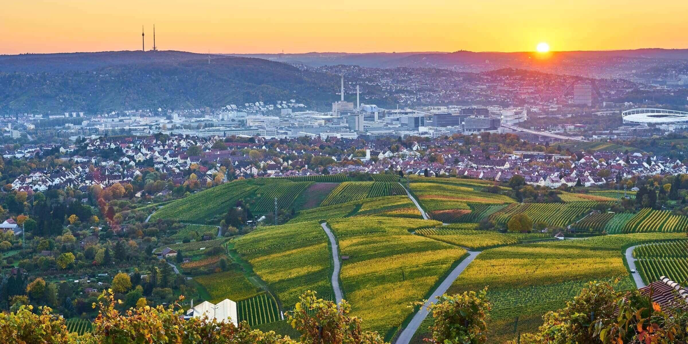 Singlereise nach Stuttgart - Skyline im Sonnenuntergang